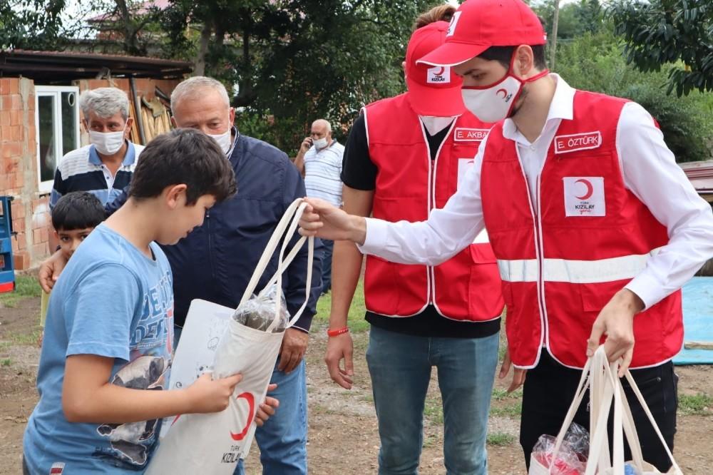 Eyüp Sultan Genç Kızılay, Ordu'da çocuklara hediye dağıttı