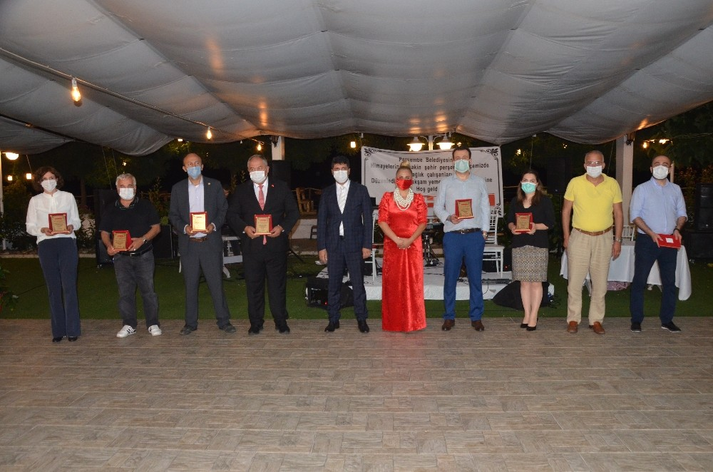 Sağlık çalışanları düzenlenen gecede onure edildi
