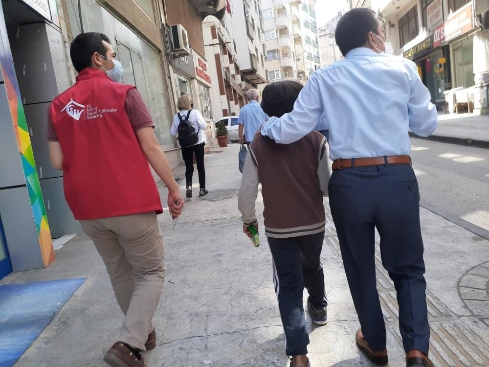 Sokakta çalışan ve dilenen çocuklar için harekete geçtiler