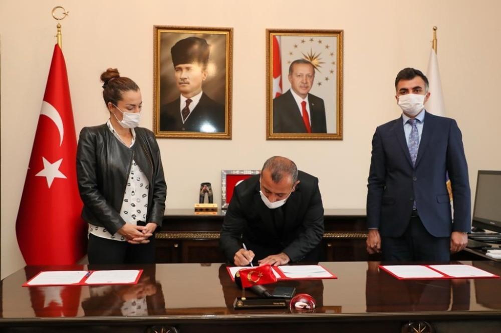 Trabzonlu dizi yapımcısı Berna Akdeniz, Ordu'da okul yaptırıyor