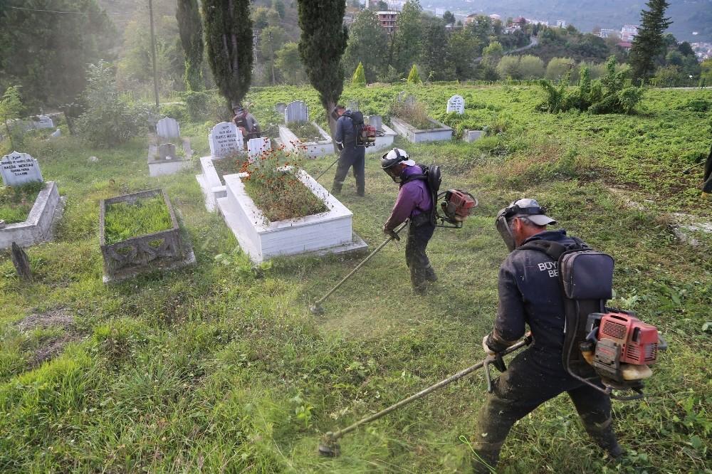 Ordu'da mezarlıklarda sonbahar temizliği