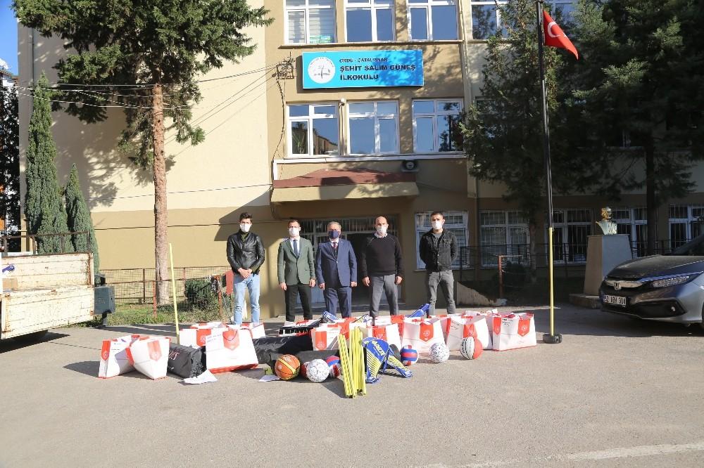 Ordu'da okullara spor malzemesi desteği sürüyor
