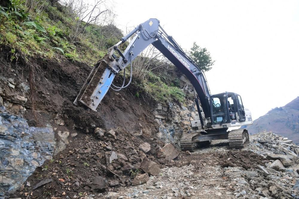 Altınordu Belediyesi, kırsaldaki yol yapım çalışmalarını sürdürüyor