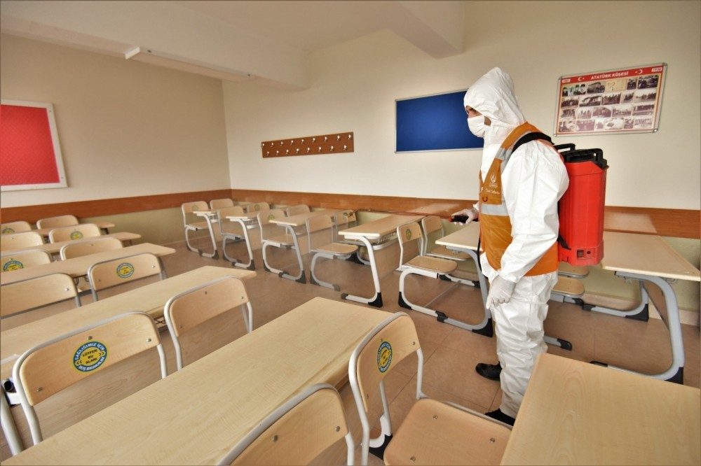 Altınordu'da okullar dezenfekte edildi