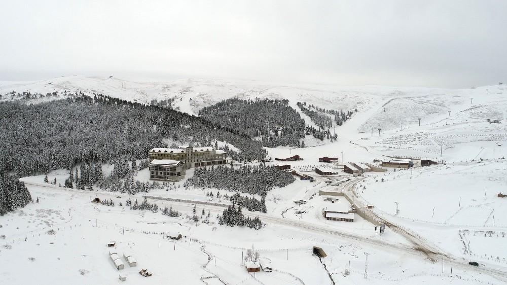 Çambaşı Kayak Merkezi karla buluştu