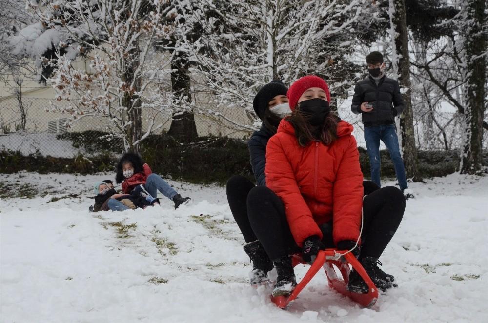 Ordu'da çocukların kar sevinci