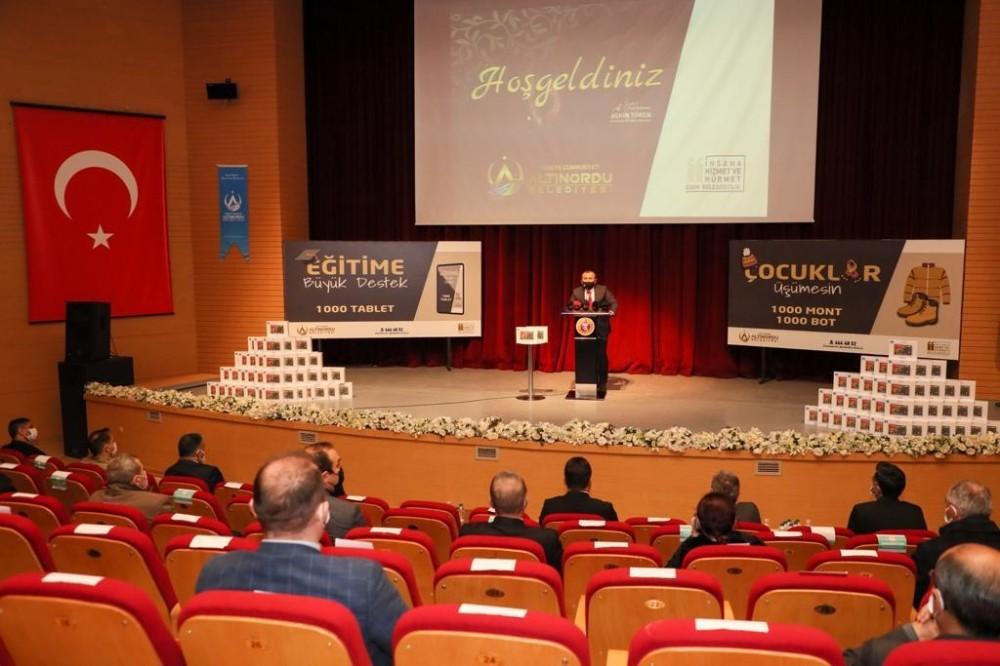 Altınordu Belediyesi'nden öğrencilere bin adet tablet desteği