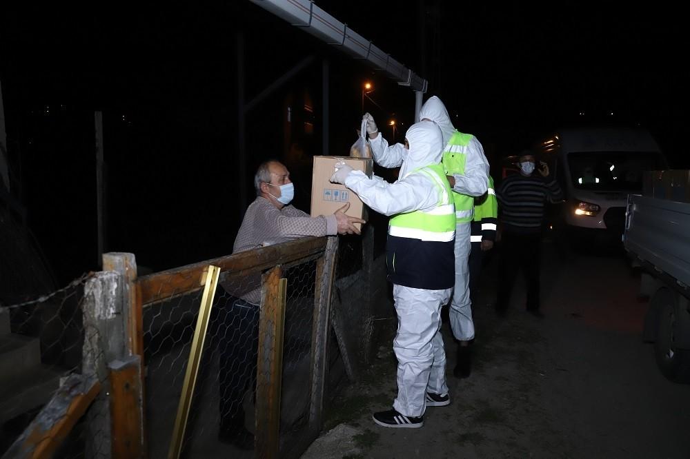 Büyükşehir Belediyesinden karantinaya alınan mahallelere yardım