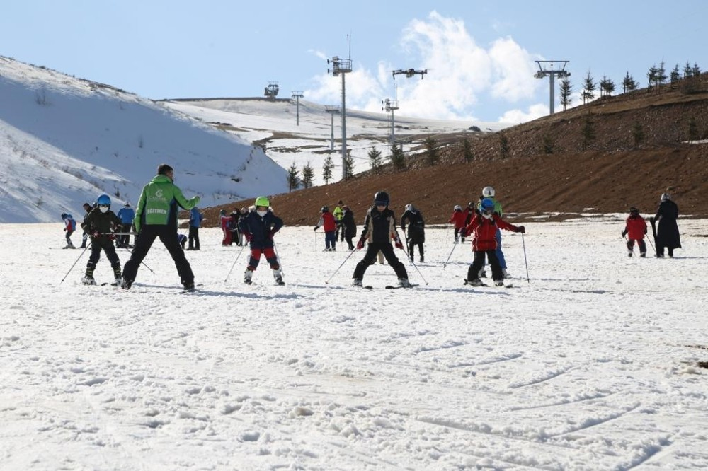 Çocukların kayak mutluluğu