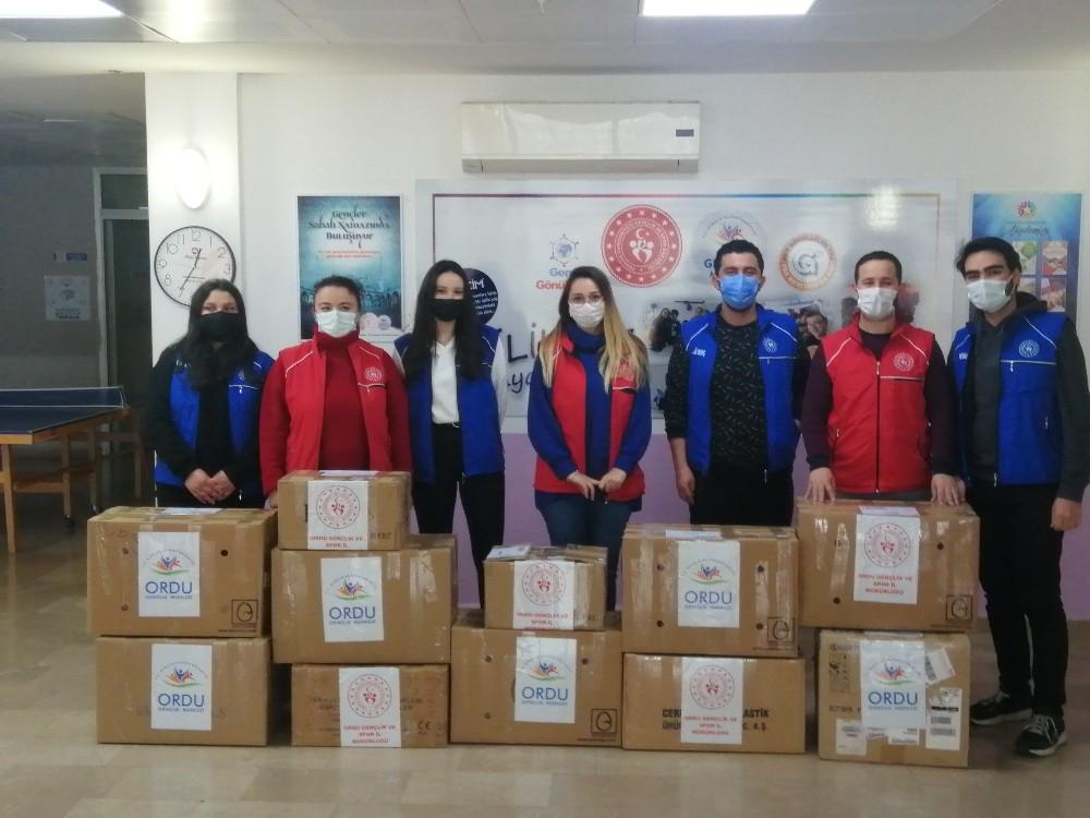 İdlib ve Muş'taki çocuklara kışlık kıyafet yardımı