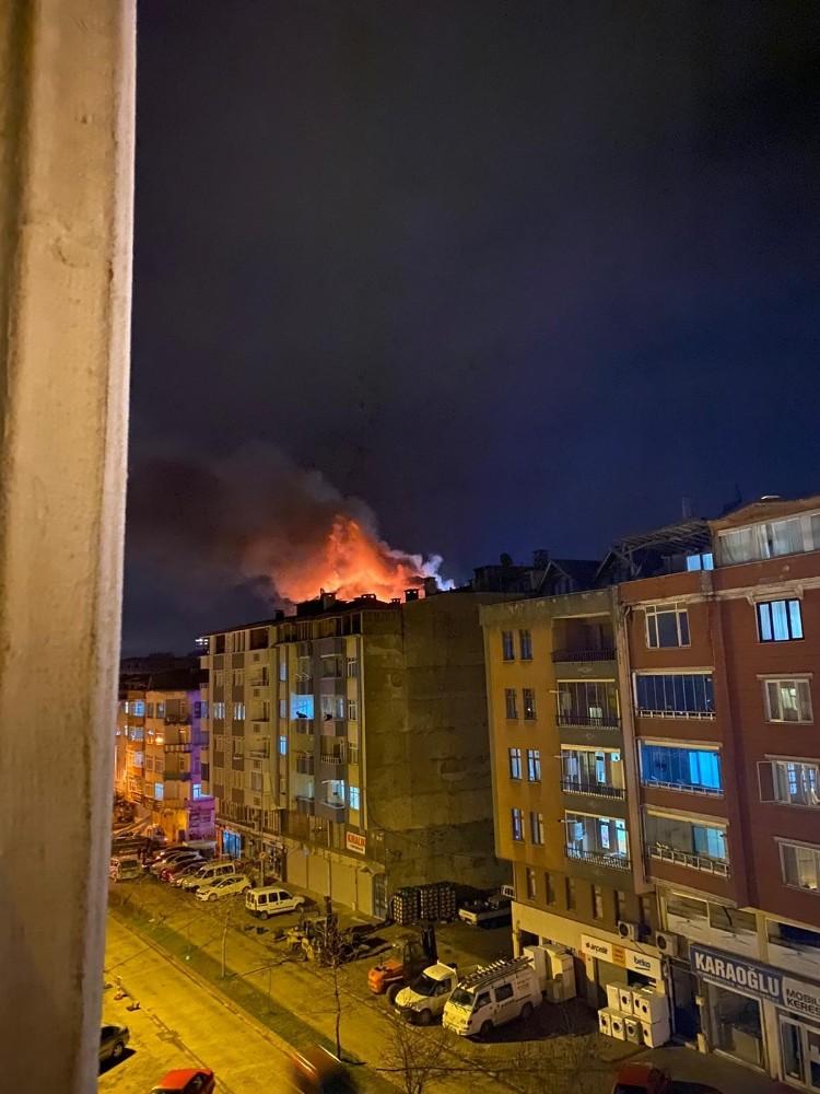 Ordu'da çatı yangını: 2 kişi dumandan etkilendi