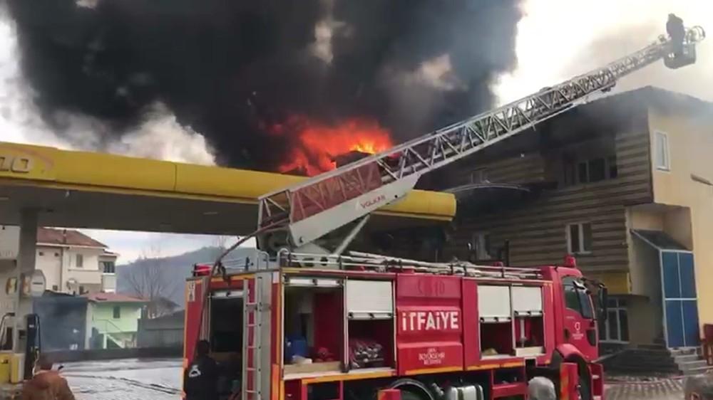 Akaryakıt istasyonu yangınında faciadan dönüldü