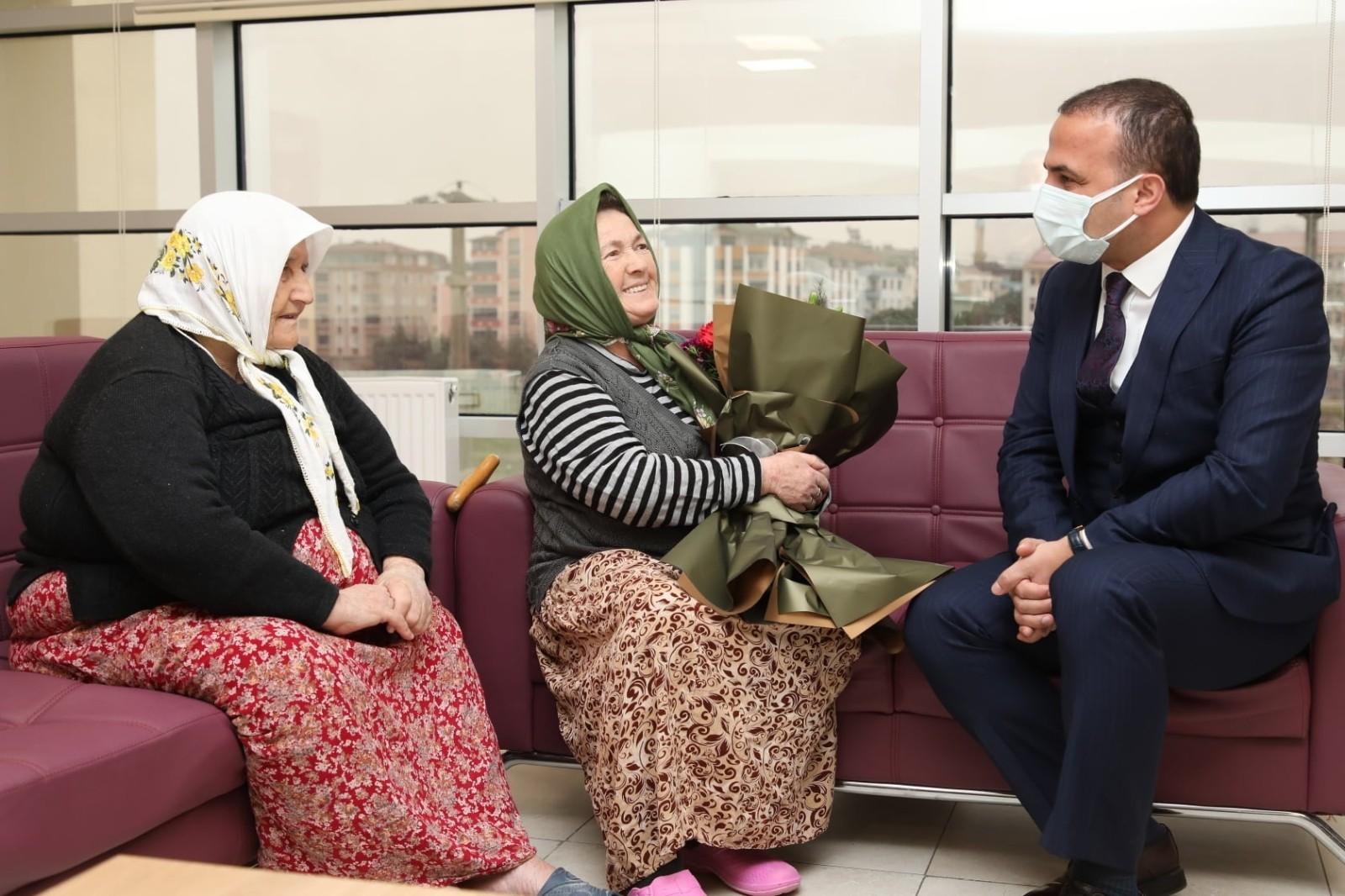 Başkan Kibar'dan huzurevi sakinlerine ziyaret