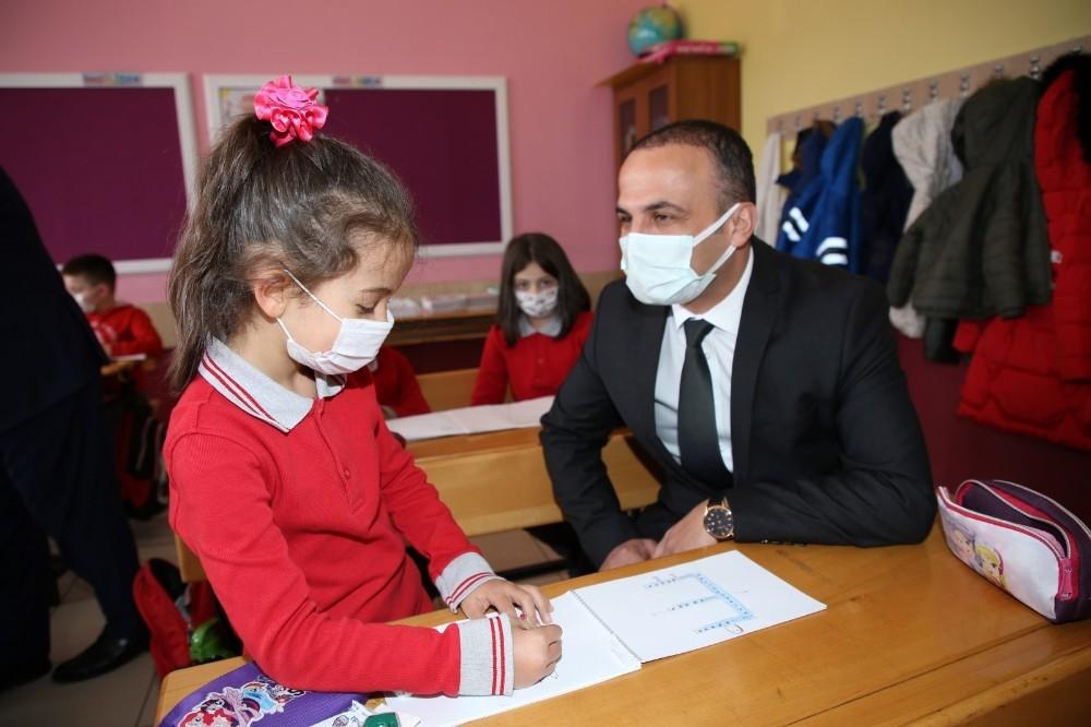 Bölge okullarına hayırsever iş adamlarından eğitim yatırımı