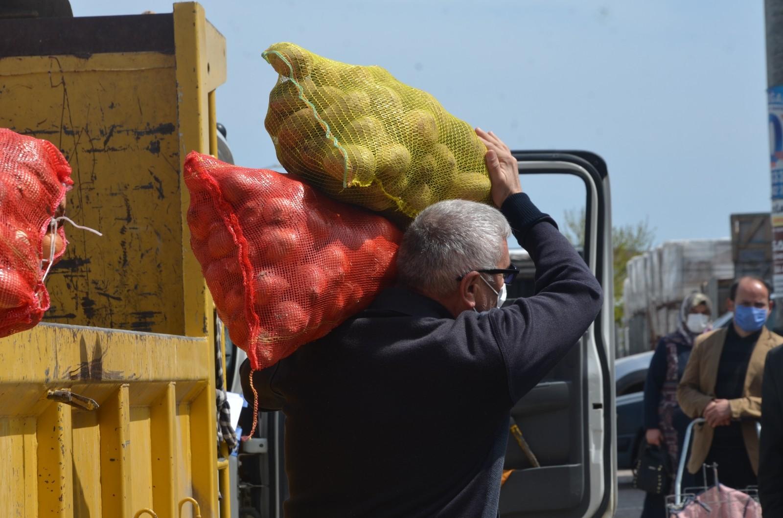 Ücretsiz soğan ve patates dağıtımı başladı