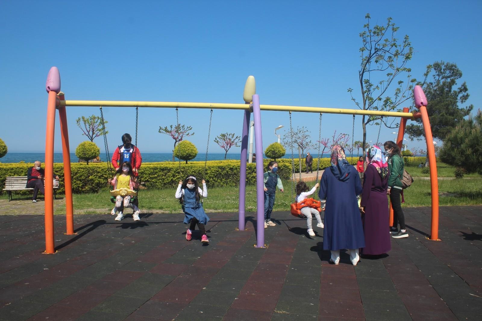 Çocuk parkları cıvıl cıvıl