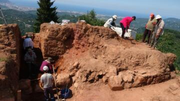 Kurul Kalesi'nde 2 bin 300 yıllık silah deposu
