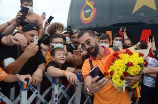 Galatasaray kafilesi coşkuyla karşılandı