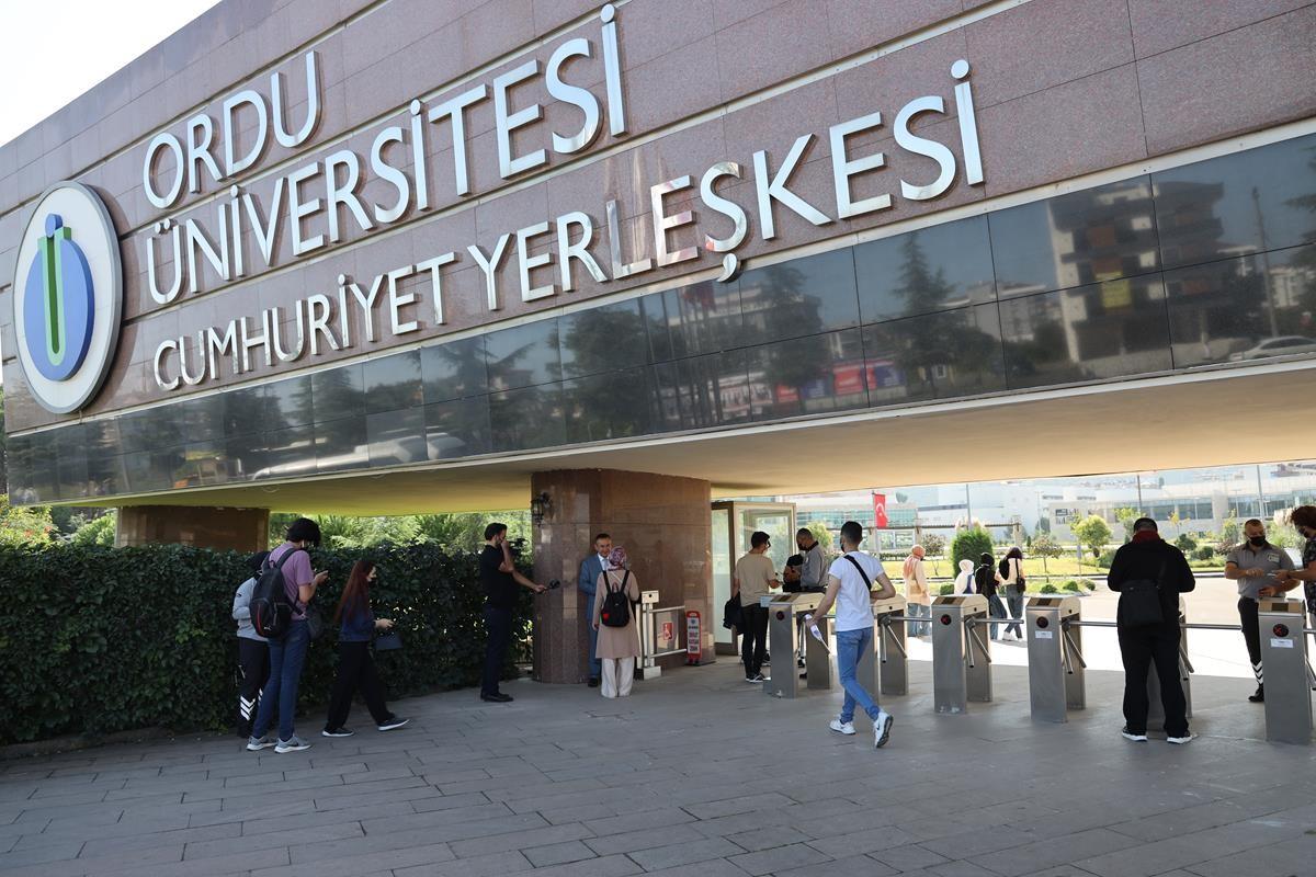 ODÜ Rektörü Akdoğan ilk gün öğrencilerle bir araya geldi