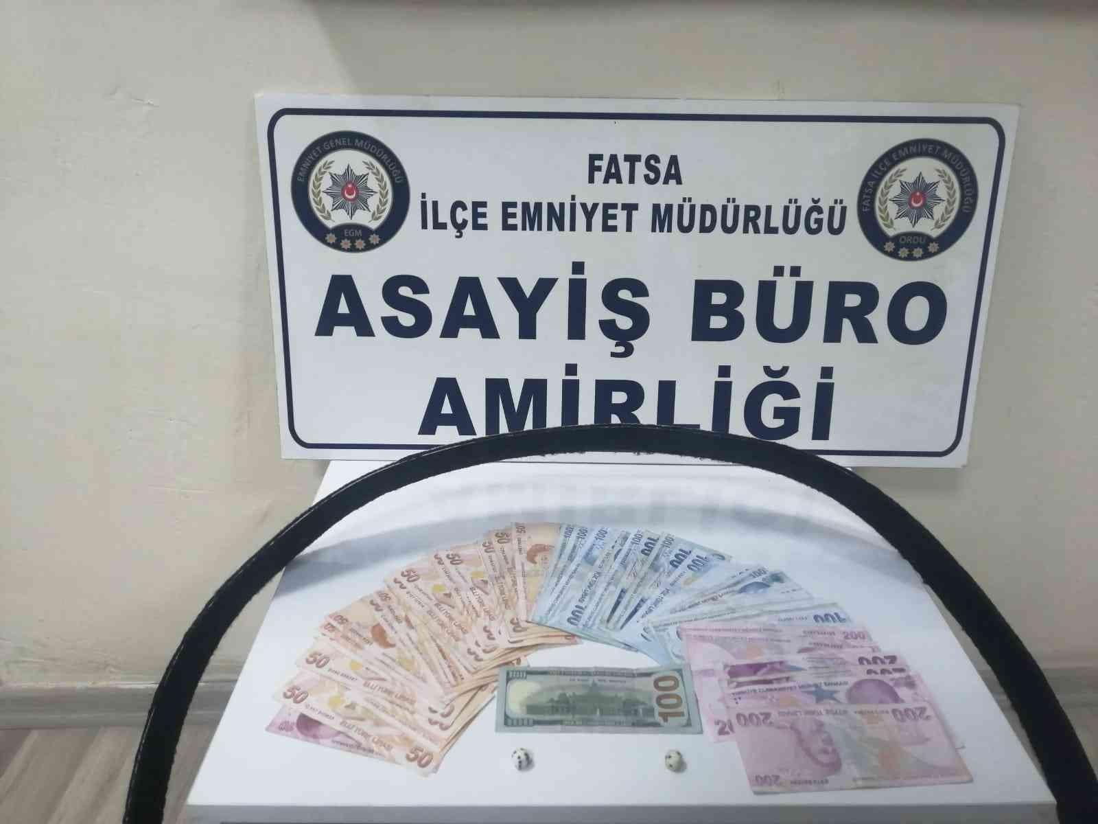 Dolarla kumar oynayanlara suçüstü: 5 şahsa 6 bin 680 TL ceza, bir kişiye adli işlem